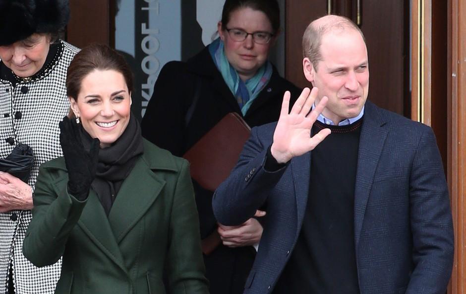 Kate Middleton in princ William sta se po dolgem času znova držala za roke (foto: Profimedia)