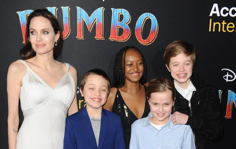 Angelina Jolie se v zahtevni vlogi mame samohranilke dobro znajde (foto: Profimedia)