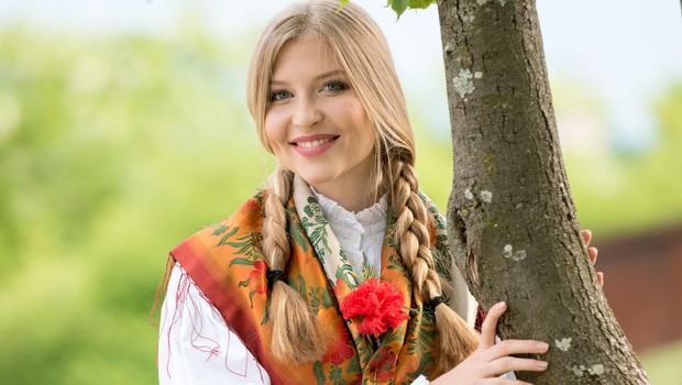 Nekdanja miss Slovenije Maja Zupan prisega na stare domače običaje! (foto: Grega Erzen)