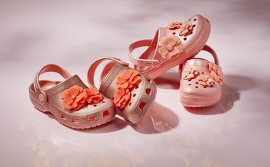 Skočite v modno pomlad s cvetlicami na nogah