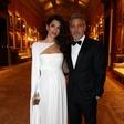 Amal Clooney blestela v 12 let stari beli obleki