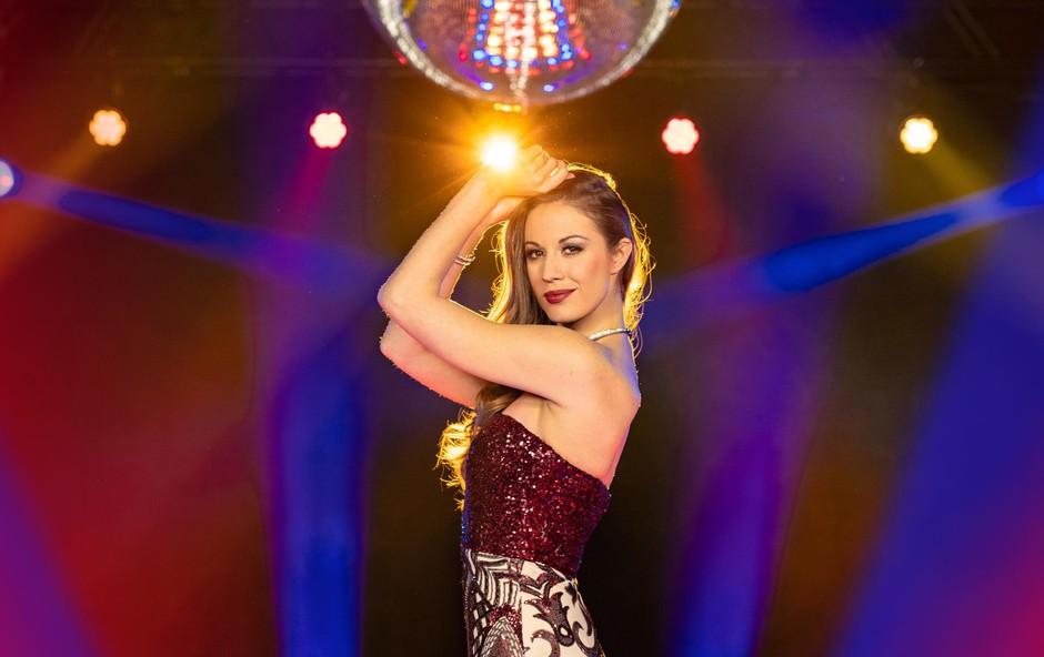 Ples in predvsem vse tiste, ki ga tako dobro obvladajo, izjemno spoštujem, pravi simpatična voditeljica. (foto: Ana Gregorič/Pop Tv)