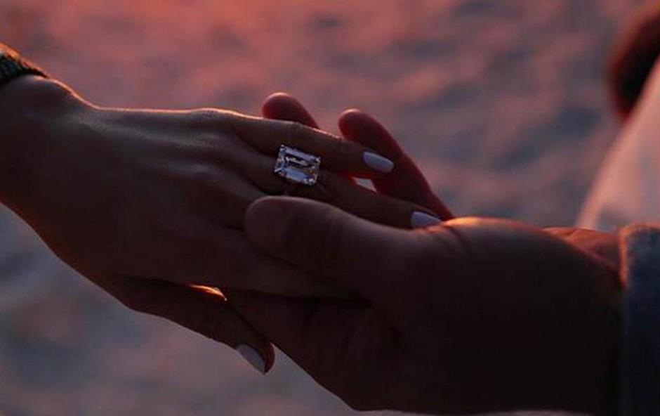 Zaročni prstan,  velik kot skala. (foto: Profimedia Profimedia, Planet)
