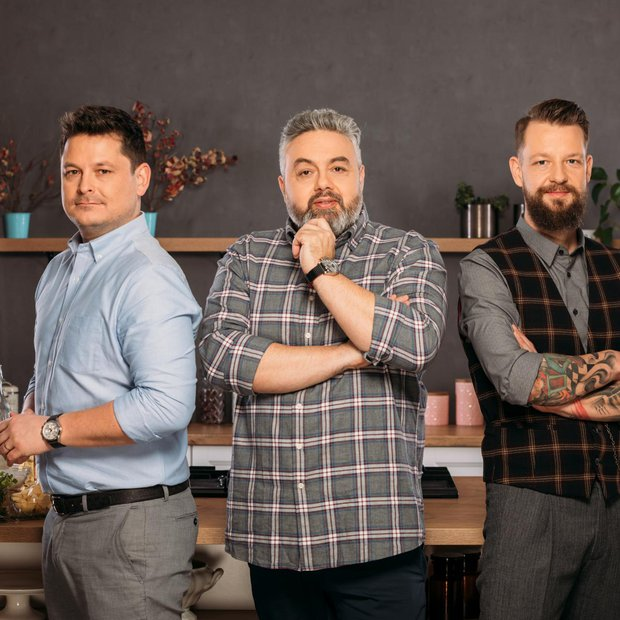Luka, Bine in Karim so sodniki kuharskega šova MasterChef Slovenija. Tekmovalce bodo učili, jim svetovali in na koncu seveda ocenjevali. …