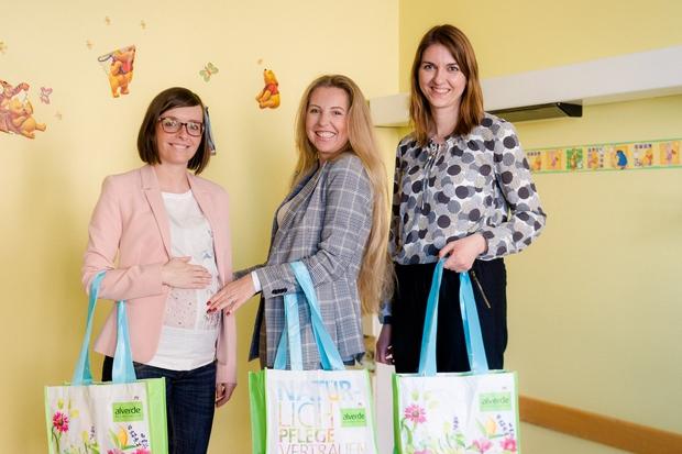 Hajdi razveselila novopečene mamice v porodnišnici Ljubljana (foto: dm Press)