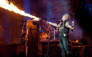 Rammstein razburili s podobami holokavsta v videu za skladbo Deutschland