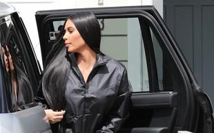 Zdaj je razkrito, kakšne so v resnici noge Kim Kardashian