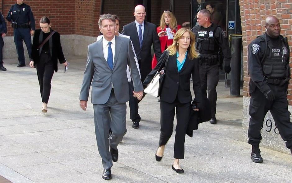 """""""Razočarana gospodinja"""" Felicity Huffman za 14 dni v zapor (foto: Profimedia)"""