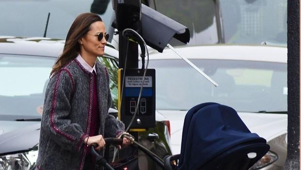 Paparaci ujeli sestro vojvodinje Kate, Pippo, na sprehodu s sinčkom Arthurjem (foto: Profimedia)