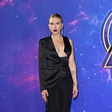 Scarlett Johansson verjetno še nikoli ni imela tako zapeljivega dekolteja