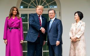 Melania Trump požela pozornost v plašču vpadljive barve