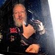 Assangeova mati zahteva sinovo izpustitev iz pripora