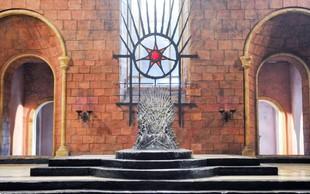 S težko pričakovano osmo sezono uspešnice Igra prestolov TV prehiteva avtorjevo knjigo