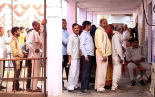 Indija: Zaradi glasovanja za napačno stranko si je odrezal prst!