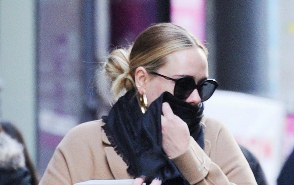 Adele je spet samska, z bivšim možem pa bosta še naprej skupno skrbela za sina (foto: profimedia)