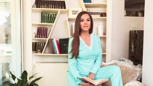 Rebeka zase pravi, da bi težko preživela dan brez načrtovanja, saj ima rada stvari pod nadzorom. (foto: Tibor Golob)