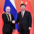 Xi najboljšemu prijatelju Putinu podelil častni doktorat
