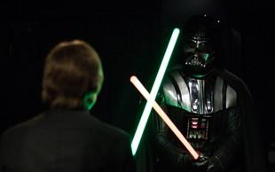 Oboževalci Vojne zvezd navdušeni - na dražbo gre originalni kostum Dartha Vaderja