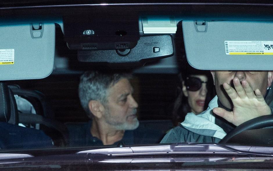 Amal in Georga Clooneyja paparaci zasačili sredi žolčnega prepira (foto: Profimedia)