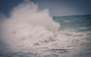 Korzika: Na sprehodu po obali jo je val odnesel v smrt!