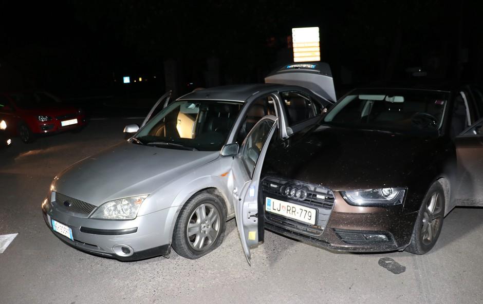 Ilirska Bistrica: Vozilo z ilegalnimi migranti bežalo in trčilo v policiste (foto: PU Koper)