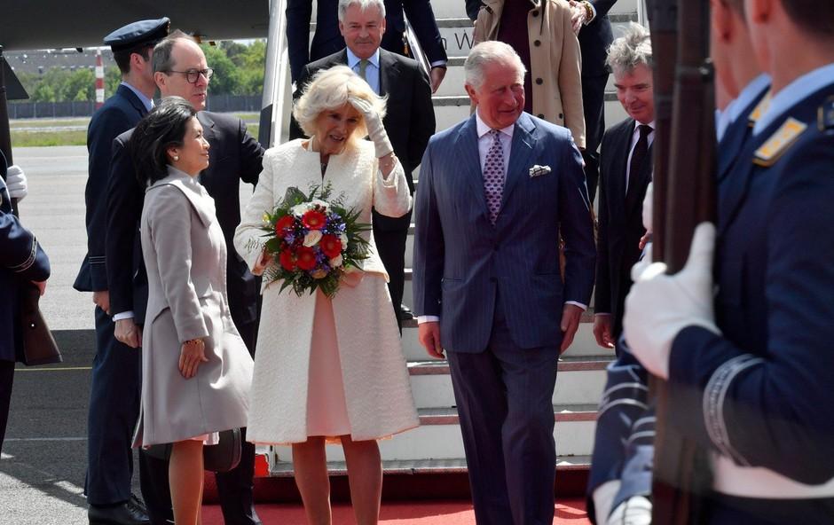 Nemški predsednik z medvedkom za zadnji britanski kraljevi naraščaj (foto: profimedia)