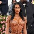 Kim Kardashian spet tarča kritikov: Našminkala je šestletno hčerko!