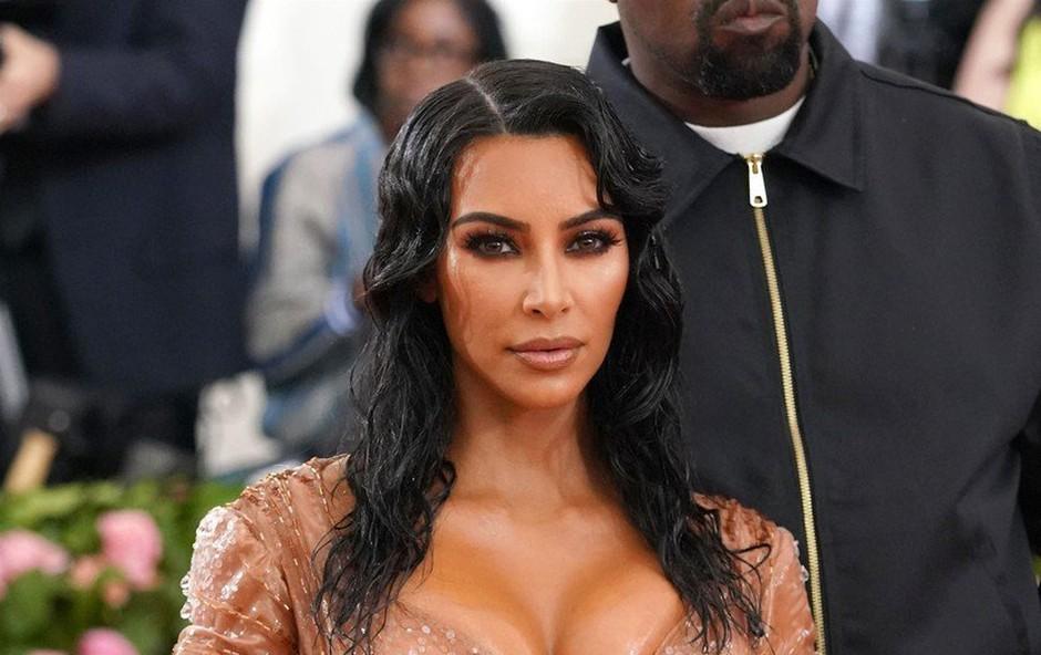Kim Kardashian spet tarča kritikov: Našminkala je šestletno hčerko! (foto: Profimedia)