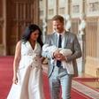 Princ Harry in Meghan Markla pokazala sina in spet kršila kraljeva pravila