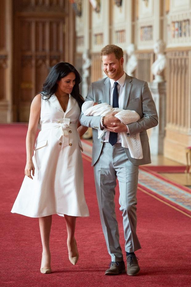 Princ Harry in Meghan Markla pokazala sina in spet kršila kraljeva pravila (foto: Profimedia)