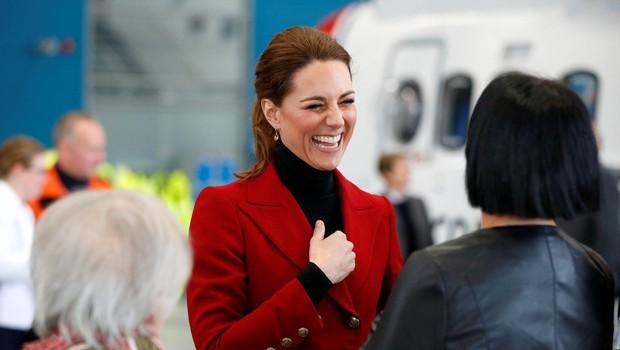 Kate Middleton pred vsemi popravila princa Williama in vse spravila v smeh (foto: Profimedia)