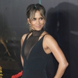 Halle Berry pokazala, kakšne trebušne mišice ima. Jennifer, prihaja konkurentka!