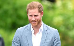 Princ Harry močno prizadet zaradi smrti prijatelja