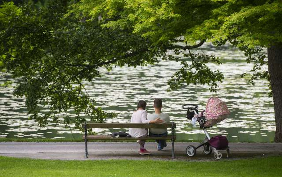 Statistični urad: Najmlajši starši so stari 15 let, najstarejši otroci pa več kot 80 let (foto: Bor Slana/STA)