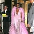 Naomi Campbell praznuje 49. rojstni dan in še vedno velja za zaželeno v modni industriji