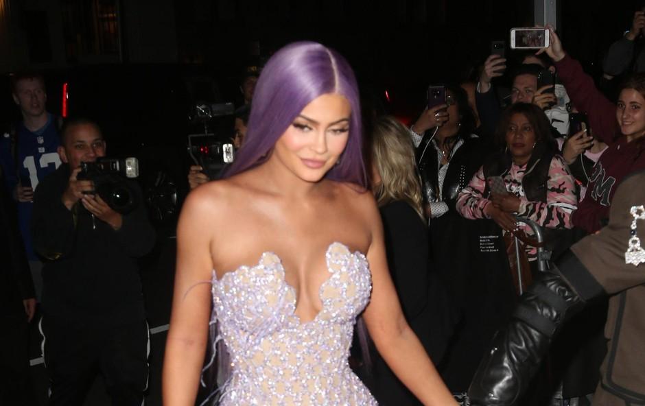 Kylie Jenner se je odločila za modno hišo Versace. (foto: Profimedia Profimedia, Mega Agency)