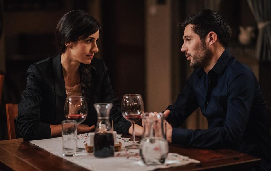 Od požara do ene najbolj  romantičnih zgodb serije  Reka ljubezni. Bo njuna  ljubezen premagala vse  ovire? Se bosta naša glavna  junaka še lahko povezala? (foto: Ksaver Sinkar)