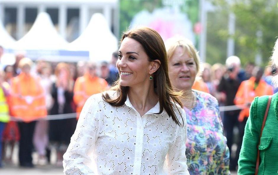 Kate Middleton elegantna tudi v supergah! (foto: Profimedia)