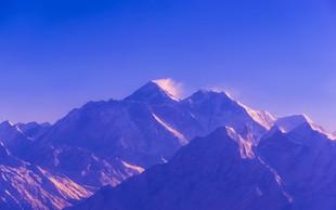 Mount Everest med alpinisti letos terjal že deset življenj