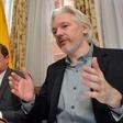 Julian Assange med bivanjem na ekvadorski ambasadi spočel dva otroka
