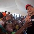 Orlando Bloom obiskal otroke, ki jih je prizadel ciklon Idai v Mozambiku