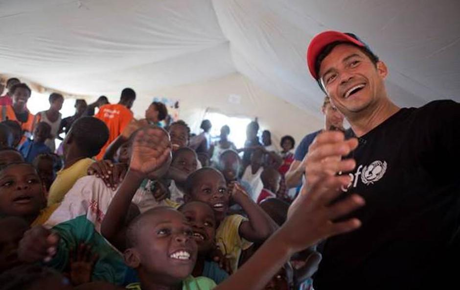 Orlando Bloom obiskal otroke, ki jih je prizadel ciklon Idai v Mozambiku (foto: UNICEF/Prinsloo)