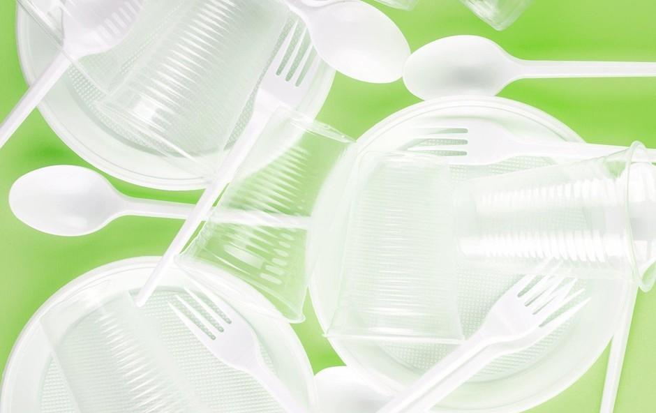 Poljski izumitelj Jerzy Wysocki v boj proti plastičnim odpadkom z užitnimi krožniki (foto: profimedia)