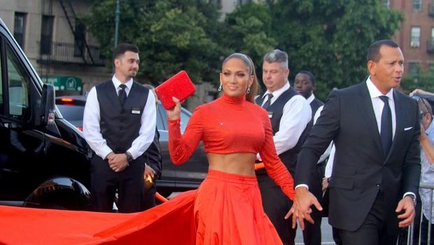 Jennifer Lopez osupnila s svojo natrenirano postavo: Vse oči so bile uprte v njen trebušček! (foto: Profimedia)
