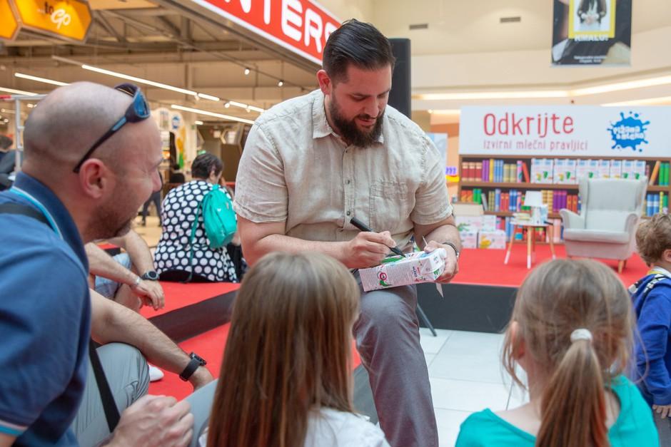 Mlečne pravljice: z izvirno embalažo mleka do izboljšanja bralne kulture v Sloveniji (foto: Spar Press)