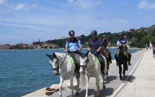 Avstrijski in slovenski policisti na konjih v skupni patrulji v Piranu