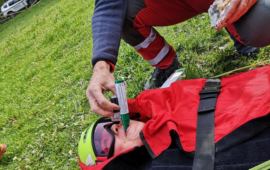 Urgentno reševanje: Nad bolečino z zeleno piščaljo (foto: Arhiv Grzs)