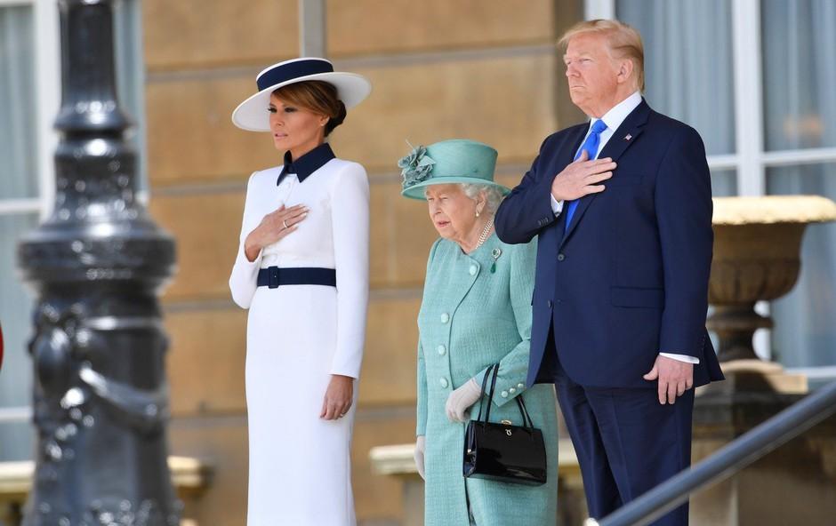 Na dan prišlo, kaj je Melania Trump podarila kraljici Elizabeti (foto: Profimedia)