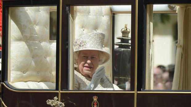 Na 93. rojstni dan kraljice Elizabete se je prvič po porodu v javnosti pojavila Meghan Markel (foto: profimedia)