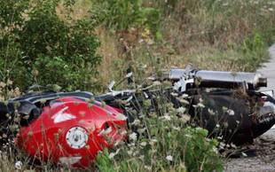 Avstrijski motorist po nesreči pri Kobaridu v življenjski nevarnosti